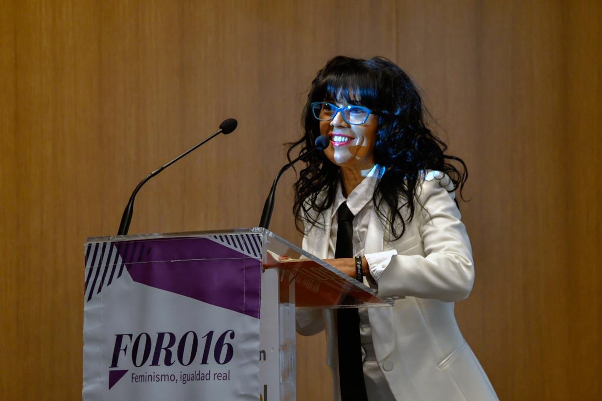 Cristina del Valle, directora de FORO16, durante su intervención en el acto.