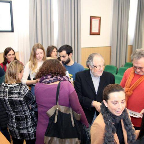 Algunos asistentes después del foro con los ponentes 03